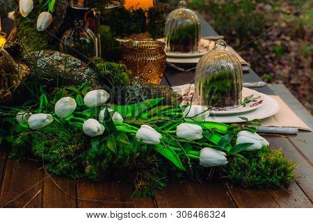 Wedding Table Decorations With Tulips And Moss