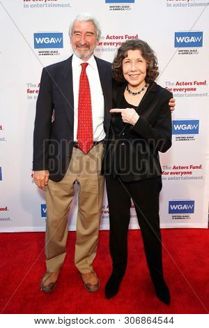 LOS ANGELES - JUN 9: Sam Waterston, Lily Tomlin at The Actors Fund's 23rd Annual Tony Awards Viewing Gala honoring Lily Tomlin at the Skirball Cultural Center on June 9, 2019 in Los Angeles, CA