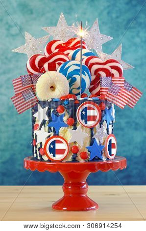 Usa Theme Candyland Fantasy Drip Cake In Party Table Setting.