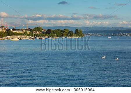 Zurich, Switzerland - June 16, 2019: Lake Zurich At Sunset, People In Boats, Buildings Of The City O