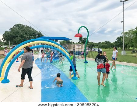 Carrollton, Tx, Us-june 4, 2019:diverse Kids Enjoy Water Splash Pad Or Spray Ground At Public Park N
