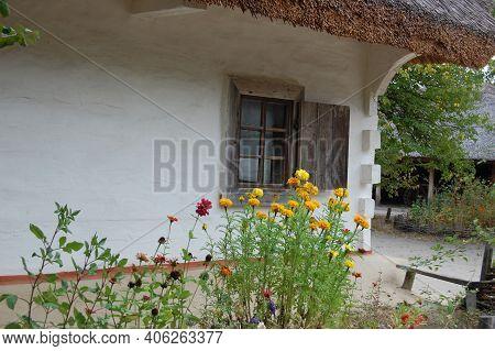 Ancient Traditional Ukrainian Rural House In Pyrohiv (pirogovo) Village Near Kiev, Ukraine