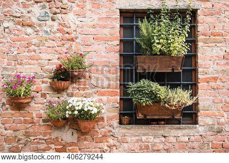 Certaldo, Firenze / Italy - August 2020: Ancient Village Of Certaldo In Tuscany, Italy, Alleys, Bocc