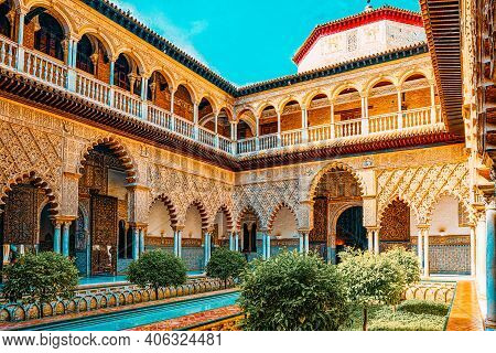 Panoramic View Of Inner Patio- Maidens Courtyard ( Patio De Las
