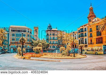 Square, Plaza Of The Queen  (placa De La Reina) In Historical Pa
