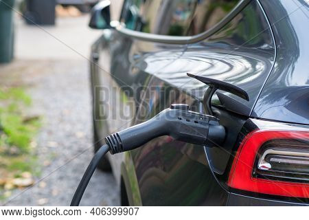 Electric Vehicle Charger In Use In Hybrid Vehicle