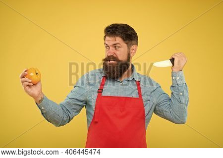 Mad Cook. Ultimate List Of Cutting Techniques Every Chef Should Know. Bearded Man Prepare Tomato. Sa