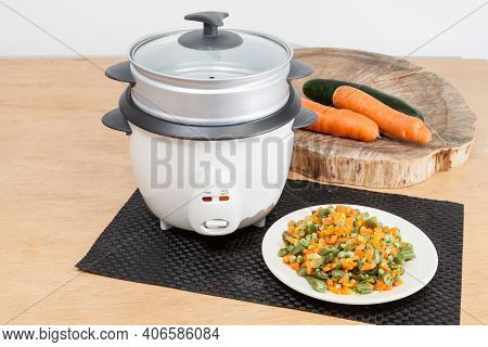 Cooking Utensil; Automatic Multi Purpose Electric Pot.