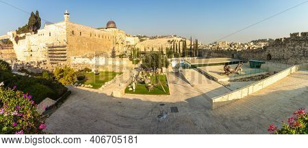 Jerusalem-israel. 30-10-2020. Panoramic Image Of The Archeological Garden Near The Western Wall, In