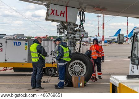 Moscow, Russia - June 6. 2018. Technicians Conduct Pre-flight Preparation Of Aircraft In Vnukovo Air