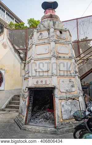 Bangkok/thailand-19 Jan 2020:temple Paper Stove In Rong Kuak Shrine On Talat Noi.talad Noi (talat No