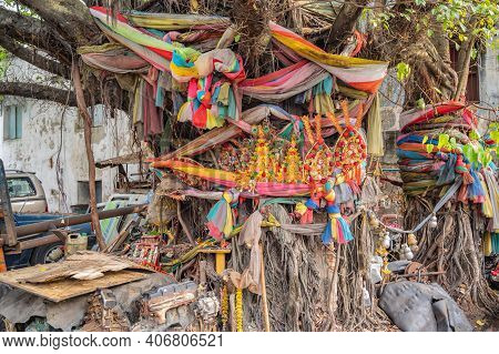 Bangkok/thailand-19 Jan 2020:colorful Fabric Wrapped The Tree In Old Alley Of Talat Noi.talad Noi (t