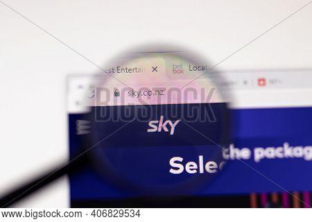 Los Angeles, Usa - 1 February 2021: Sky Website Page. Sky.co.nz Logo On Display Screen, Illustrative