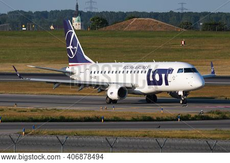 Vienna, Austria - May 13, 2018: Lot Polish Airlines Embraer Erj-170 Sp-lic Passenger Plane Arrival A