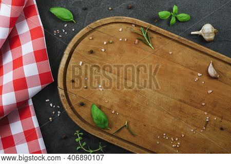 Classic Italian Cooking Template - Top View Of Blank Vintage Wooden Cutting Board On Black Stone Kit