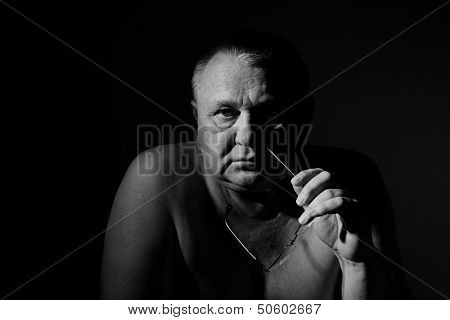 Close up dramatic black & white portrait of sorrow old man with glasses