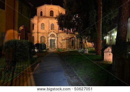 Ravenna San Vitale vista frontale
