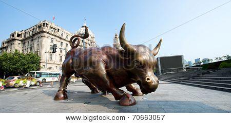 Shanghai Bund Wall Street Bull