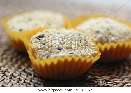 Sesame Coated Glutinous Rice Cookies