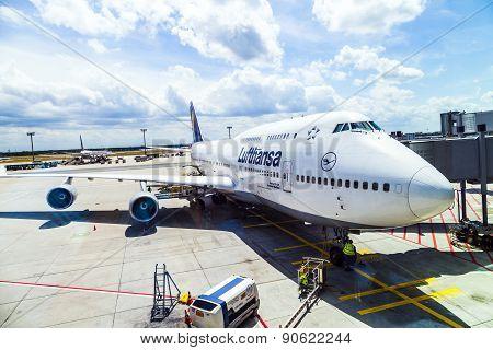 Lufthansa Flight Ready To Head To Runway