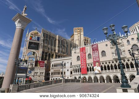 The front of the Venetian hotel in Las Vegas during day time.
