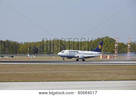 Frankfurt International Airport - Boeing 777 Of Lufthansa Lands