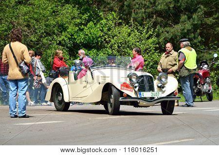 Vintage Car Aero