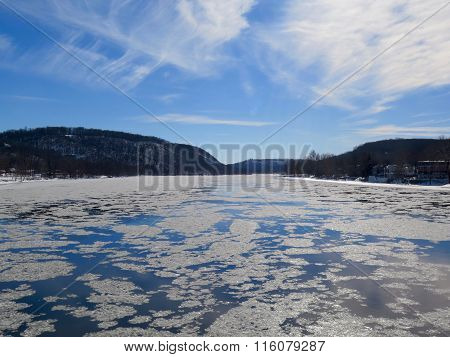 Ice Flow in the Delaware