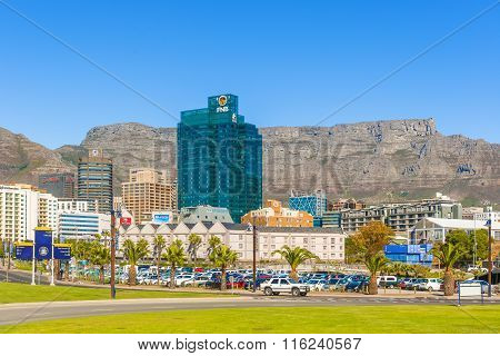 Downtown Cape Town With Table Mountain