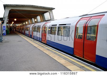 Piccadily line train