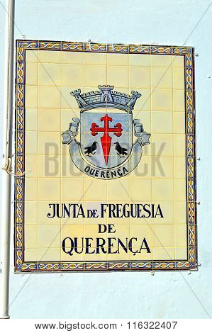 Tiles with the Querenca coat of arms and inscription Junta de Freguesia de Querenca