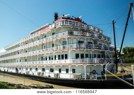 Vicksburg TN USA - October 28 2015: The Queen of the Mississippi stern-wheeler tour boat docks at Vicksburg TN for passengers to visit the site of the famous Civil War siege.