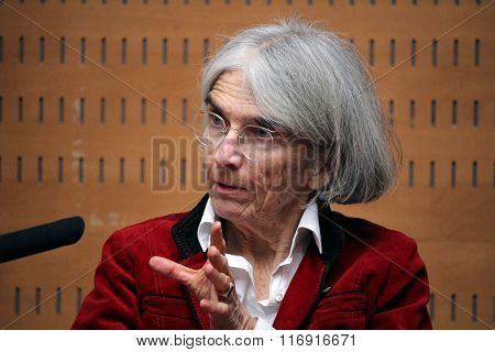 Donna Leon About Crime And Corruption In Italy