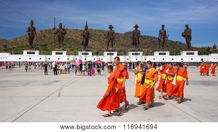 Thai Monks Visit Ratchapak Park
