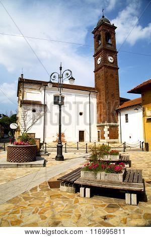 In  The Santo Antonino  Old   Church  Closed Brick Tower Sidewalk   Lombardy