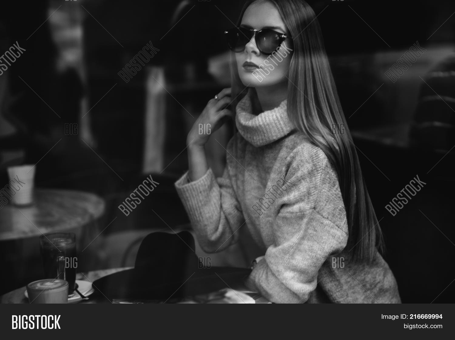 ed8d82e4c98 Portrait Of A Young Beautiful Fashionable Girl Wearing Sunglasses. Model In  A Stylish Black Hat