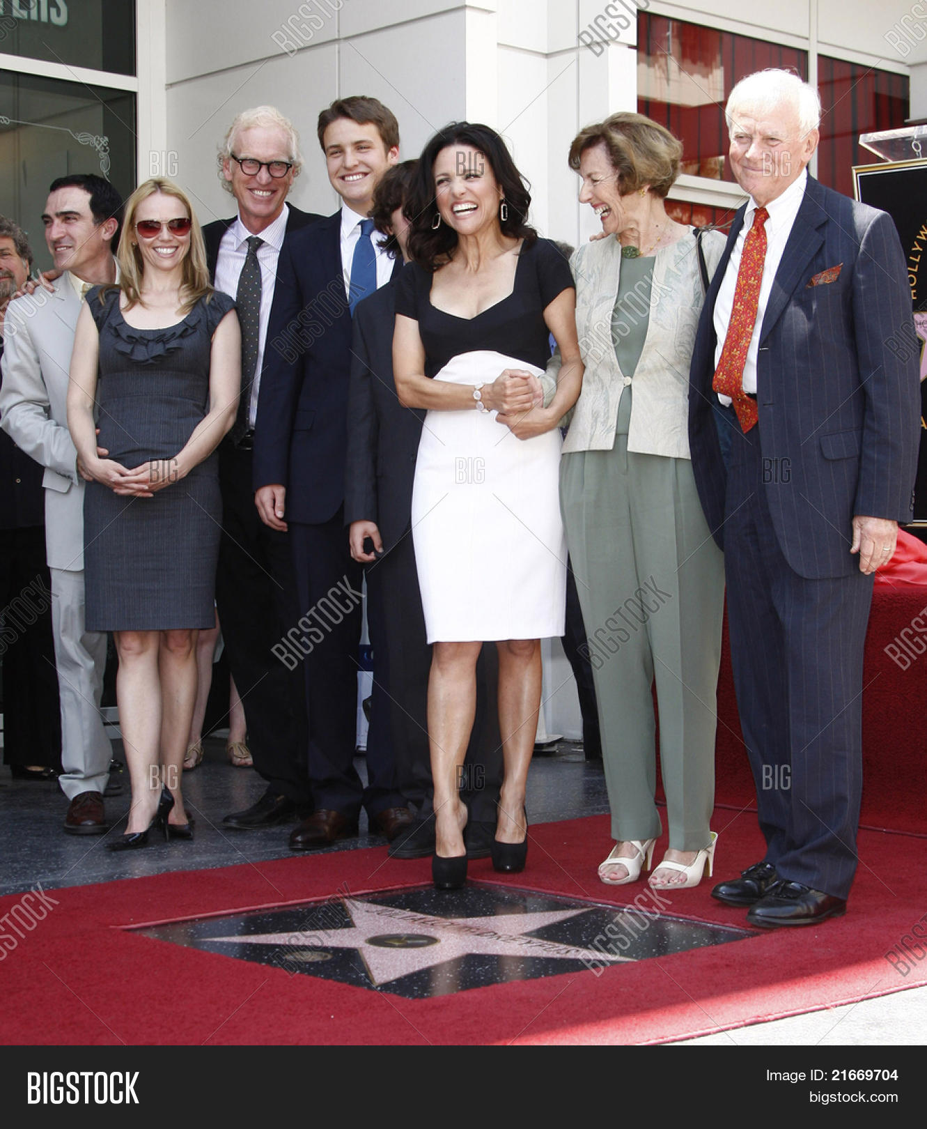 Julia Louis Dreyfus Husband: LOS ANGELES - MAY 4: Julia Louis- Image & Photo