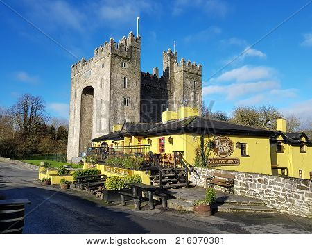 Bunratty Castle And Durty Nelly's Irish Pub, Ireland - Nov 30Th 2017: Beautiful View Of Ireland's Mo