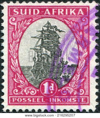 SOUTH AFRICA - CIRCA 1926: A stamp printed in South Africa, show Jan van Riebeek's Ship, Drommedaris, circa 1926