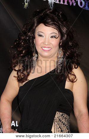 LOS ANGELES - 6 de julho: Mãe de louco do músico chegando no Dreamworld Benefit Concert para gr