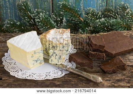 Cambozola, Bleu D'auvergne Noble Gourmet Cheeses With Blue And W