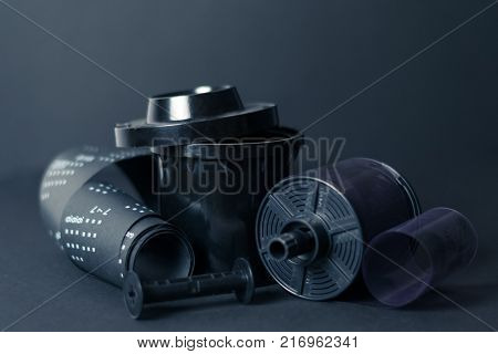 Developing tank and film medium format, record on a dark background