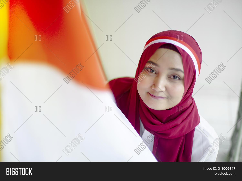 Potret Asian Girls Image Photo Free Trial Bigstock