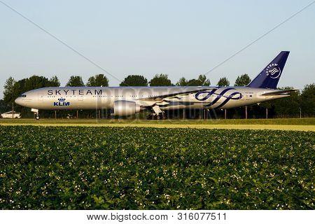 Amsterdam / Netherlands - July 3, 2017: Skyteam Klm Royal Dutch Airlines Boeing 777-300er Ph-bvd Pas