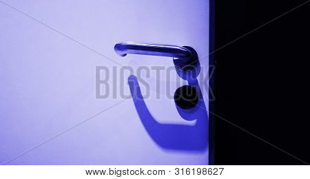 Metallic Door Handle With Wireless Rfid Key Opeper In Modern Hotel Office Room - Security And Protec
