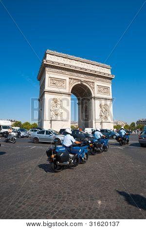 Gendarmerie Riding Arc De Triomphe