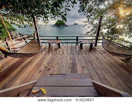 Liegestuhl Terrasse mit Hängematten aus Holz
