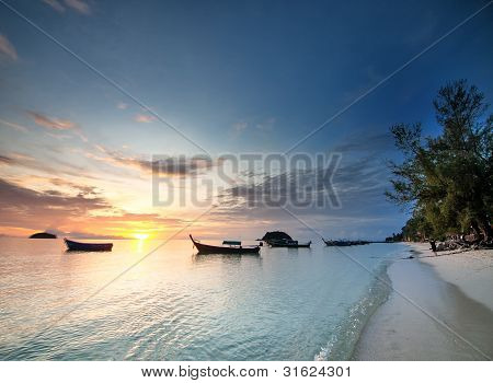 Tropischer Sonnenaufgang