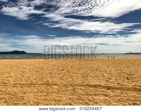 Beautyful Sky,sea,sand And Sun On Vocation Times For Background