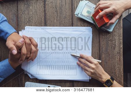 Loan Agreement, Real Estate Agent Or Bank Officer Describes The Loan Interest To The Customer, Along